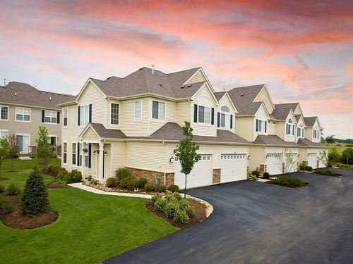 Emerald Bay Townhomes by Ryland Homes in Chicago Illinois