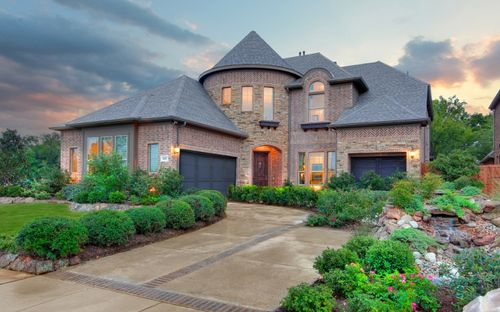 Fall Creek by Standard Pacific Homes in Dallas Texas
